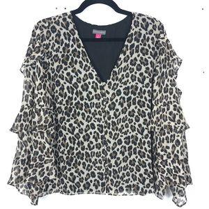 VINCE CAMUTO cheetah print blouse O11